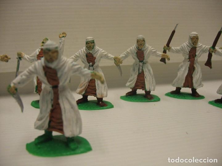 Figuras de Goma y PVC: lote de 9 figuras de plastico tipo musulman en batalla - Foto 2 - 198661856