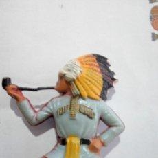 Figuras de Goma y PVC: FIGURA INDIO STARLUX FUMANDO PIPA DE LA PAZ. Lote 198843886