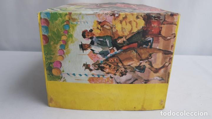 Figuras de Goma y PVC: Tablao flamenco en madera mas 2 figuras de feria de sevilla de comansi - Foto 5 - 199336473