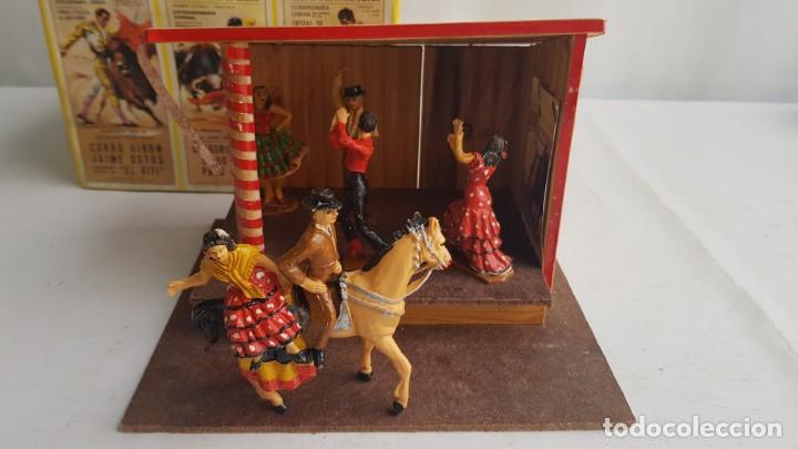 Figuras de Goma y PVC: Tablao flamenco en madera mas 2 figuras de feria de sevilla de comansi - Foto 7 - 199336473