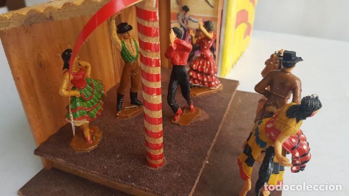 Figuras de Goma y PVC: Tablao flamenco en madera mas 2 figuras de feria de sevilla de comansi - Foto 12 - 199336473