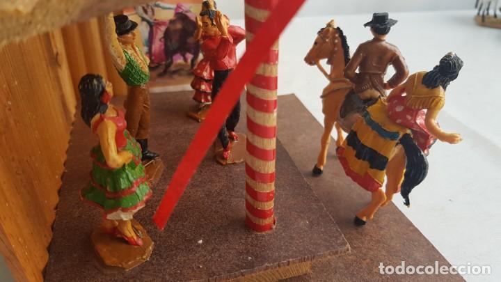 Figuras de Goma y PVC: Tablao flamenco en madera mas 2 figuras de feria de sevilla de comansi - Foto 13 - 199336473