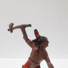 Figuras de Goma y PVC: GUERRERO INDIO ATACANDO . REALIZADO POR LAFREDO . AÑOS 50 EN GOMA. Lote 199360372