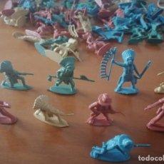 Figuras de Goma y PVC: LOTE 65 UNIDADES APROX. DE INDIOS Y VAQUEROS DE PLÁSTICO. 8 MODELOS. BUEN ESTADO. . Lote 199731640