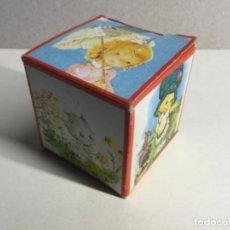 Figuras de Goma y PVC: CAJA SORPRESA AÑOS 70 CON SU CONTENIDO ORIGINAL ( VER FOTOS ) ( REF.7) . Lote 199929135