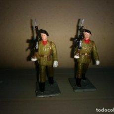 Figuras de Goma y PVC: REAMSA 2 SOLDADOS EJERCITO ESPAÑOL DESFILE EN GOMA AÑOS 60-70. Lote 200082492
