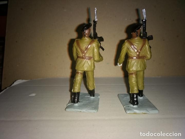 Figuras de Goma y PVC: REAMSA 2 SOLDADOS EJERCITO ESPAÑOL DESFILE EN GOMA AÑOS 60-70 - Foto 2 - 200082492