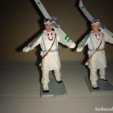 Figuras de Goma y PVC: REAMSA 2 ESQUIADORES EJERCITO ESPAÑOL DESFILE EN GOMA AÑOS 60-70. Lote 200082538