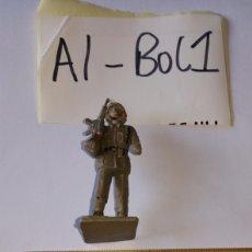 Figuras de Goma y PVC: ANTIGUO SOLDADO CREO ESPAÑOL DESFILANDO DESFILE FUSIL EN MANO. Lote 200382032