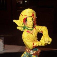 Figuras de Goma y PVC: VAQUERO CON REVOLVER,SERIE GRANDE,LAFREDO,AÑOS 70. Lote 201242343