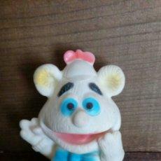 Figuras de Goma y PVC: MUÑECO OSO FUZZIE BABY DE GOMA BLANCO. Lote 201498796