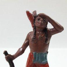 Figuras de Goma y PVC: GUERRERO INDIO OTEANDO EL HORIZONTE . REALIZADO POR TEIXIDO . AÑOS 50 EN GOMA. Lote 203382948