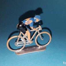 Figuras de Goma y PVC: CICLISTA - PLASTICO - SOTORRES - VUELTA CICLISTA. Lote 203439826