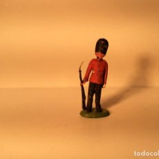 Figuras de Goma y PVC: FIGURA GUARDIA INGLESA DE GOMA DE BRITAINS 251. Lote 203590157