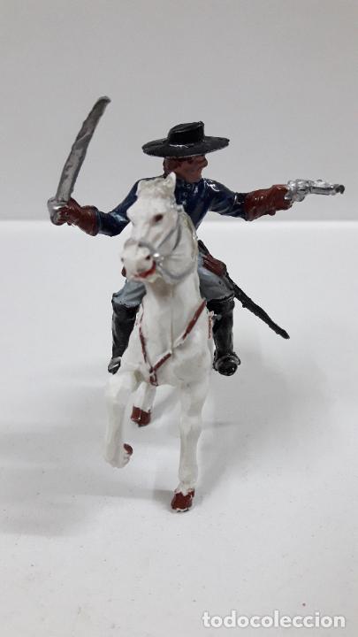 Figuras de Goma y PVC: OFICIAL FEDERAL A CABALLO . REALIZADO POR LAFREDO . ORIGINAL AÑOS 50 / 60 - Foto 3 - 203794853