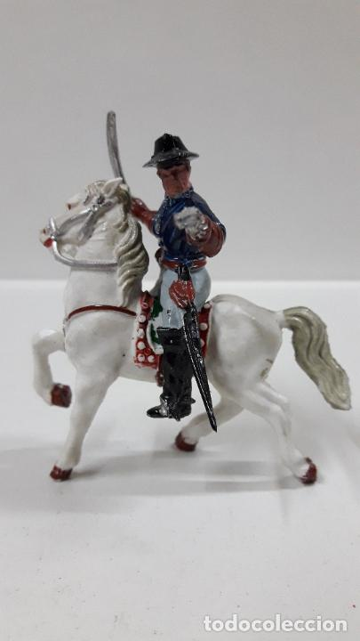 Figuras de Goma y PVC: OFICIAL FEDERAL A CABALLO . REALIZADO POR LAFREDO . ORIGINAL AÑOS 50 / 60 - Foto 5 - 203794853