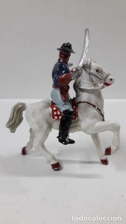 Figuras de Goma y PVC: OFICIAL FEDERAL A CABALLO . REALIZADO POR LAFREDO . ORIGINAL AÑOS 50 / 60 - Foto 6 - 203794853