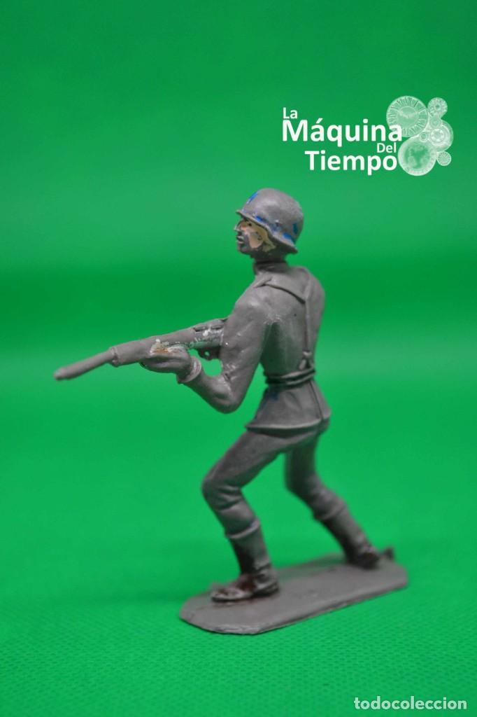 Figuras de Goma y PVC: Soldado alemán (Nº1051) de Comansi 1ª época. Años 60. Ejércitos del Mundo. Ejército alemán. - Foto 3 - 203938018