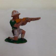 Figuras de Goma y PVC: FIGURA CAZADOR LAFREDO AFRICA MISTERIOSA EN GOMA. Lote 203976582