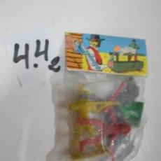 Figuras de Goma y PVC: ANTIGUO BLISTER CON VAQUEROS E INDIOS. Lote 204620431