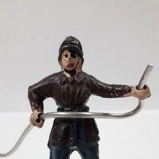 Figuras de Goma y PVC: BOMBERO . REALIZADO POR GAMA - CUERPO DESMONTABLE . ORIGINAL AÑOS 50 . EN GOMA. Lote 204679541