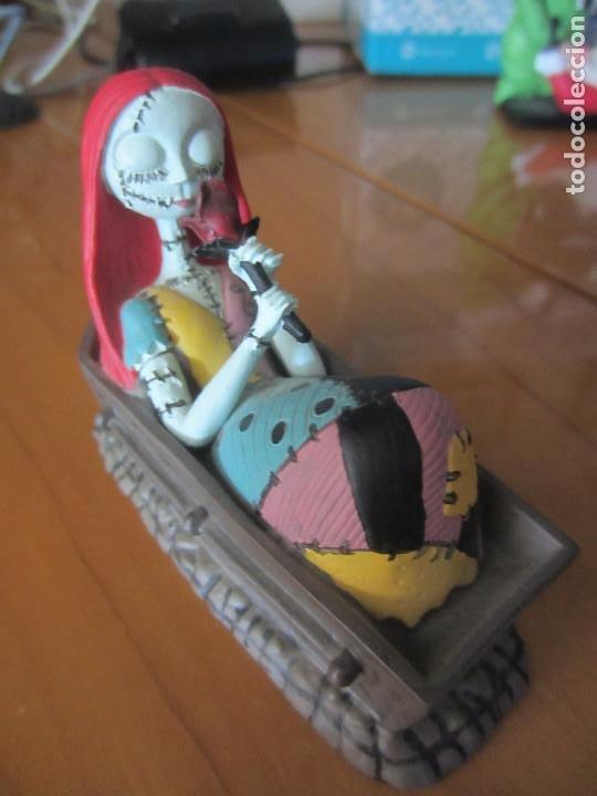 Figuras de Goma y PVC: PESADILLA ANTES DE NAVIDAD-FIGURA SALLY EN ATAUD - Foto 2 - 204686211