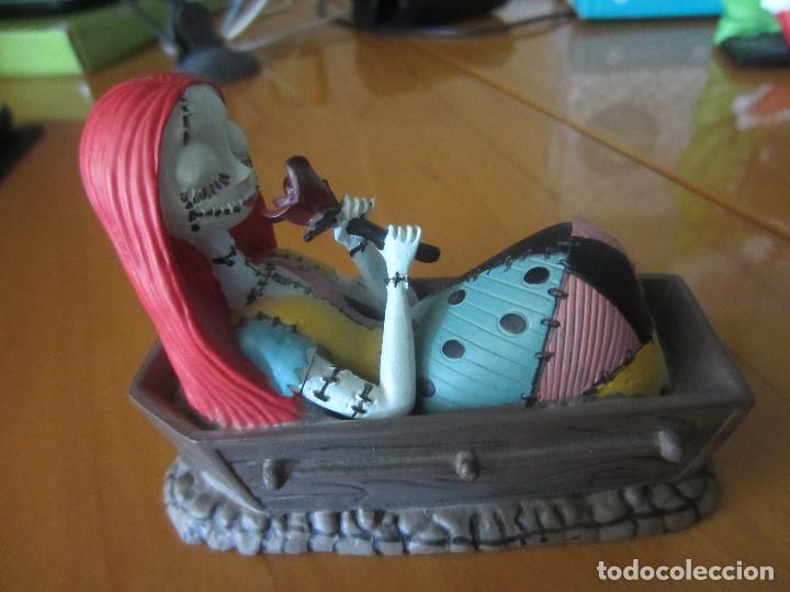 Figuras de Goma y PVC: PESADILLA ANTES DE NAVIDAD-FIGURA SALLY EN ATAUD - Foto 3 - 204686211