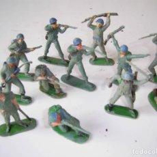 Figuras de Goma y PVC: LOTE SOLDADOS CASCOS AZULES Y ALGUNOS JAPONESES..AÑOS 70.. Lote 204794813