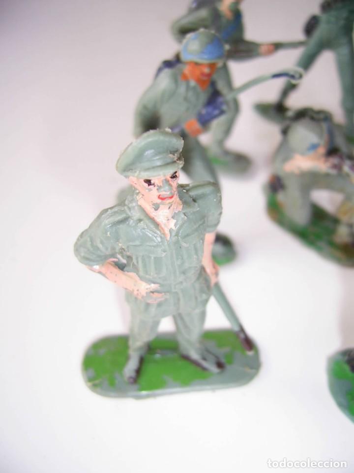 Figuras de Goma y PVC: Lote soldados cascos azules y algunos japoneses..Años 70. - Foto 2 - 204794813