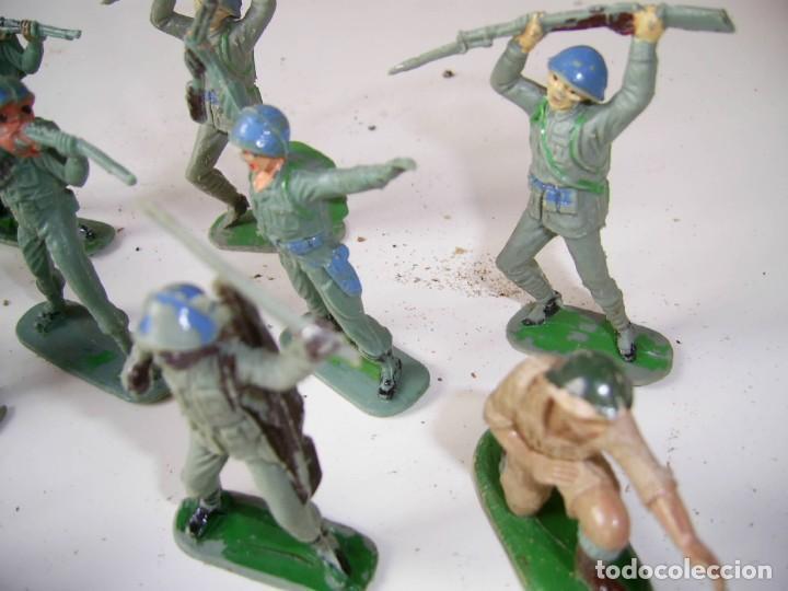 Figuras de Goma y PVC: Lote soldados cascos azules y algunos japoneses..Años 70. - Foto 3 - 204794813