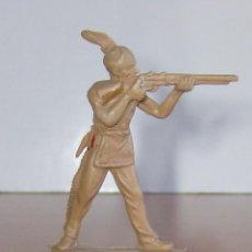 Figuras de Goma y PVC: INDIO CON RIFLE. Lote 204811840