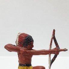 Figuras de Goma y PVC: GUERRERO INDIO . REALIZADO POR PECH . ORIGINAL AÑOS 50 EN GOMA. Lote 204967596