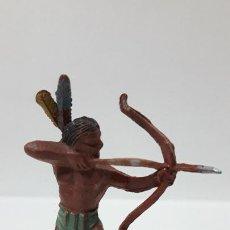 Figuras de Goma y PVC: GUERRERO INDIO CON ARCO . REALIZADO POR PECH . SERIE PEQUEÑA . ORIGINAL AÑOS 50 EN GOMA. Lote 204967717