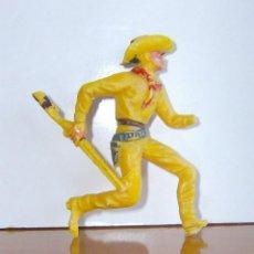Figuras de Goma y PVC: VAQUERO PLASTICO AMARILLO. Lote 204989760