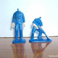Figuras de Goma y PVC: LOTE DOS OBREROS CON MONO AZUL DE TRABAJO. DESCABEZADOS. Lote 204992500