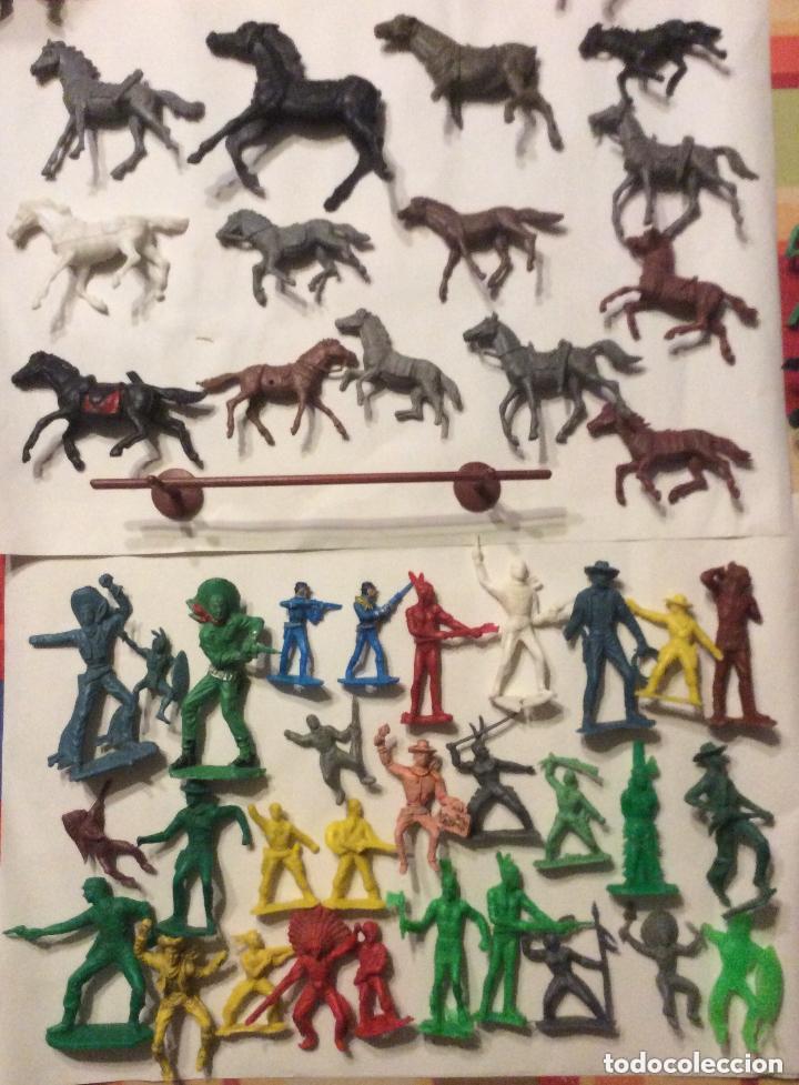 Figuras de Goma y PVC: ANTIGUO FUERTE DEL OESTE FORT APACHE CON LOTE INDIOS Y VAQUEROS DE 1ª ETAPA AÑOS 60-Medida 50X37 - Foto 6 - 205603020