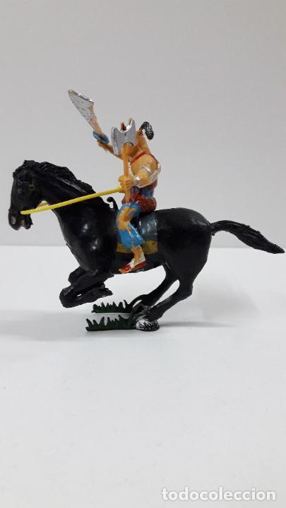 Figuras de Goma y PVC: KARAKAN A CABALLO . REALIZADO POR ESTEREOPLAST . SERIE EL COSACO VERDE . ORIGINAL AÑOS 60 - Foto 6 - 205830041
