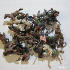 Figuras de Goma y PVC: LOTE DE 30 MUÑECOS DE INDIOS Y VAQUEROS AMERICANOS CON CABALLOS ANTIGUOS-VER FOTOS-(V-20.282). Lote 206180533