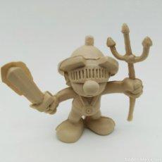 Figuras de Goma y PVC: MUY DIFÍCIL PITUFO ROMANO CON TRIDENTE Y ESPADA - SMURF ROMMER GNOME - BOOTLEG, RAREZA SIN PINTAR. Lote 206232950