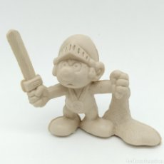 Figuras de Goma y PVC: MUY DIFÍCIL PITUFO ROMANO CON MALLA Y ESPADA - SMURF ROMMER GNOME - BOOTLEG, RAREZA SIN PINTAR. Lote 206233058