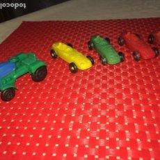 Figuras de Goma y PVC: LOTE DE 4 BOLIDOS DE CARRERAS Y 1 TRACTOR - PLÁSTICO - AÑOS 70. Lote 206394377