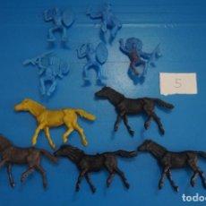Figuras de Goma y PVC: LOTE DE 10 INDIOS Y CABALLOS DE PLASTICO DE KIOSKO DIFERENTES COLORES LOTE 5. Lote 206406666
