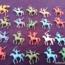 Figuras de Goma y PVC: INDIOS Y VAQUEROS PLÁSTICO MINIATURA. Lote 206457028