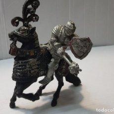 Figuras de Goma y PVC: FIGURA LAFREDO GUERRERO MEDIEVAL A CABALLO ESCASA. Lote 206826521