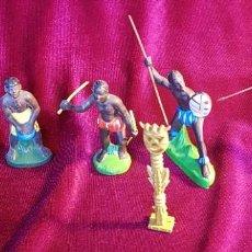 Figuras de Goma y PVC: CINCO FIGURAS DE GOMA, GUERREROS TRIBALES, PINTADAS A MANO, AÑOS 60. Lote 206959808