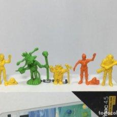 Figuras de Goma y PVC: LOTE DROIDS DUNKIN PANRICO. Lote 207028026