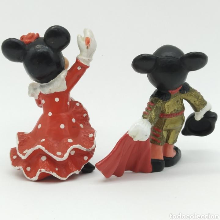 Figuras de Goma y PVC: Mickey Mouse Torero con traje de luces rojo y Minnie Mouse bailando Sevillanas, Disney - Bullyland - Foto 2 - 207139980