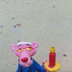 Figuras de Goma y PVC: FIGURA PVC GOMA PANTERA ROSA CON CANDELABRO VELA BULLY DEL 83 MUÑECO COLECCIÓN DIBUJOS ANIMADOS. Lote 207207616