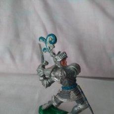 Figuras de Goma y PVC: CABALLERO MEDIEVAL PLÁSTICO LAFREDO. Lote 207281313