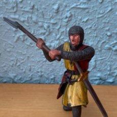 Figurines en Caoutchouc et PVC: FIGURA SOLDADO MEDIEVAL HACHA Y ESPADA. Lote 207302723